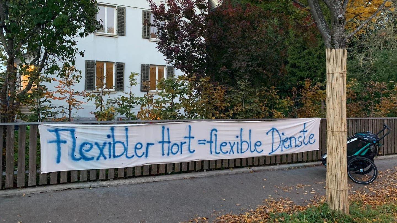 Protestplakate vor der Kita Zwärglihuus in Aarau.
