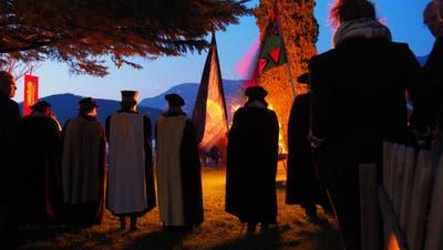 Der Unüberwindliche Grosse Rat von Stans am Mittefastenfeuer von Laetare – an diesem Fest wird jeweils auch der Grosse Ehrenpreis verliehen. (Bild: PD)