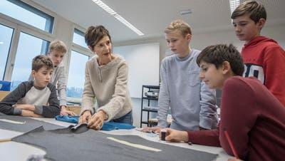 Gestalterische Fächer vermitteln den Schulkindern nebst handwerklichen Fertigkeiten auch Kreativität, Vorstellungsvermögen und Durchhaltewillen. (Bild: Pius Amrein)