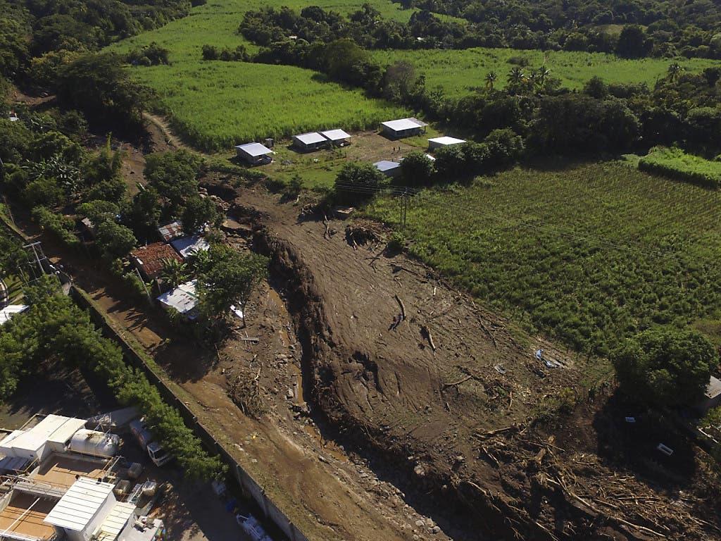 Bei einem Erdrutsch nahe der Ortschaft Nejapa in El Salvador sind zahlreiche Menschen verletzt worden.
