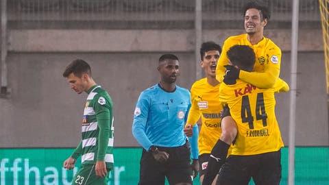 SCK-Goalie Rafael Zbinden ist hier chancenlos: SchaffhausensEmiliano Mozzoneerzielt das Tor zum 1:0. (Bilder: Andy Müller / freshfocus (Schaffhausen, 31. Oktober 2020))