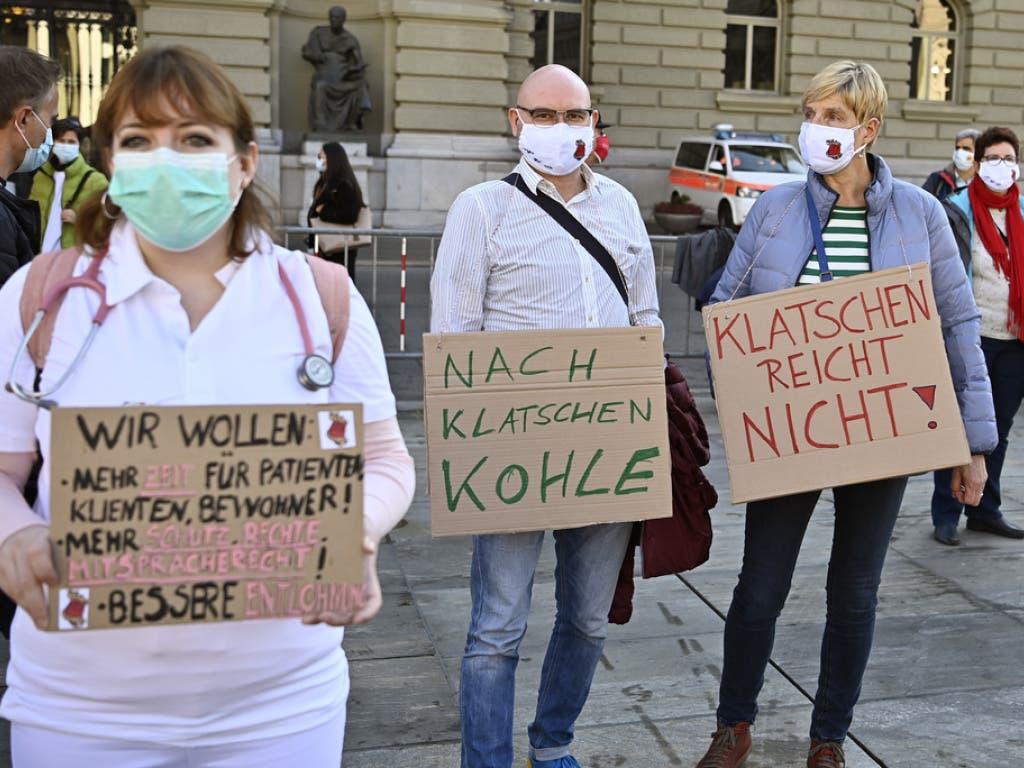 «Klatschen reicht nicht»: Das Gesundheitspersonal fordert bessere Arbeitsbedingungen.