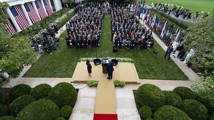 Der mögliche «Superspreader-Event» im Rosengarten des Weissen Hauses: Wie viele Teilnehmer haben sich bei der Präsentation der Nachfolgerin von RichterinRuth Bader Ginsburg angesteckt? (Alex Brandon / AP)