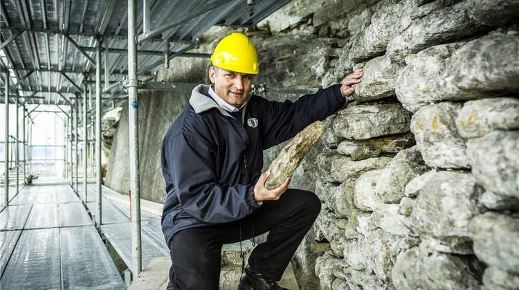 Sanierung der Schlossmauer: Gerüst soll bis Herbst verschwinden