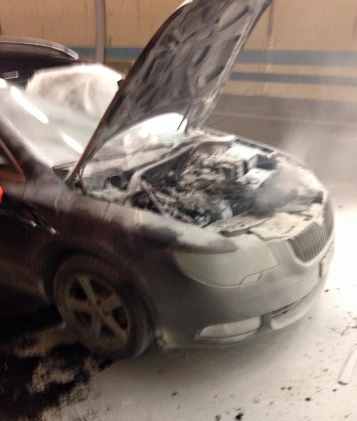 Dieses Fahrzeug brannte am Mittwoch im Gubrist-Tunnel aus.