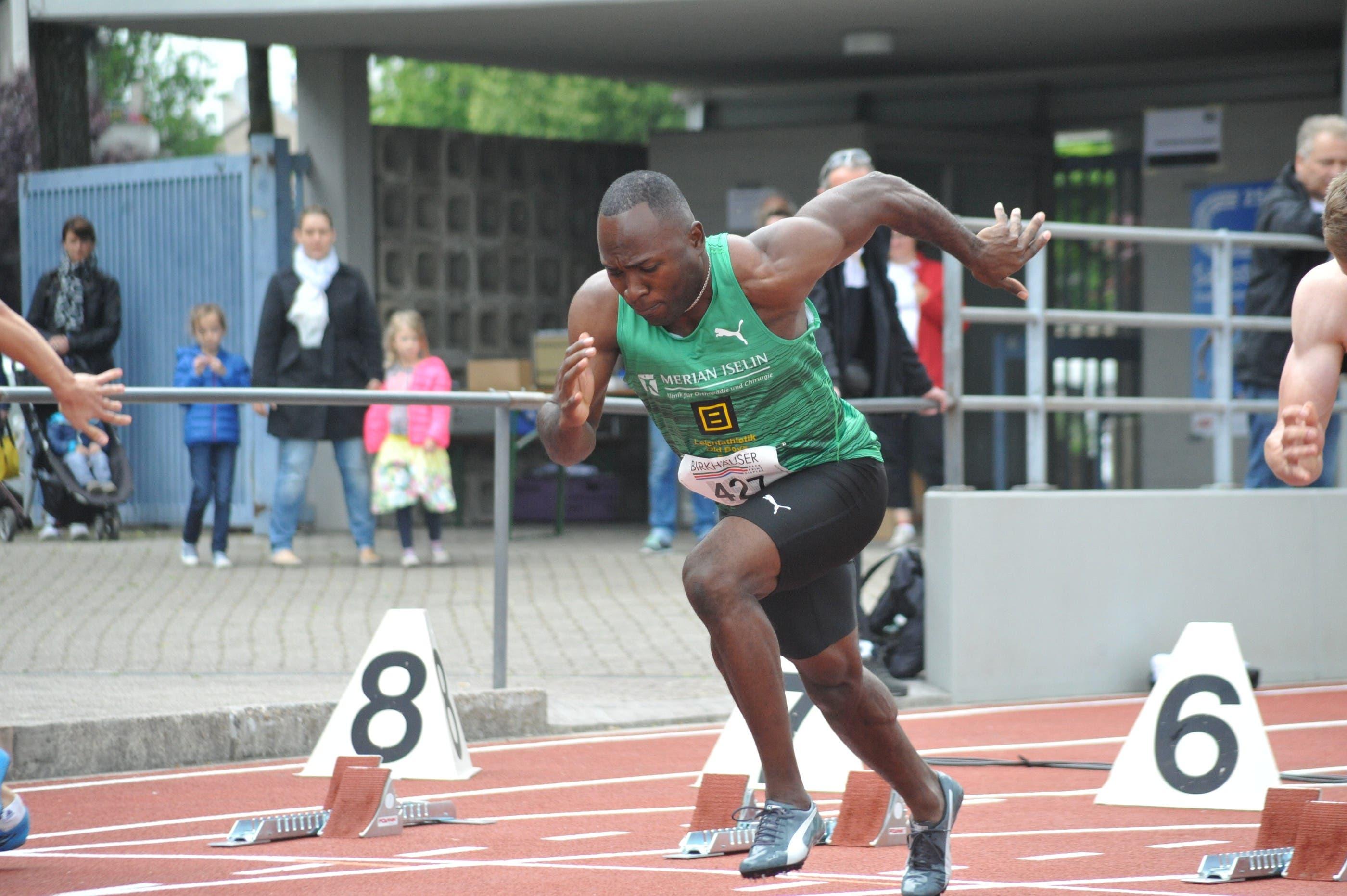 Der Sprinter Alex Wilson gewinnt in Basel.
