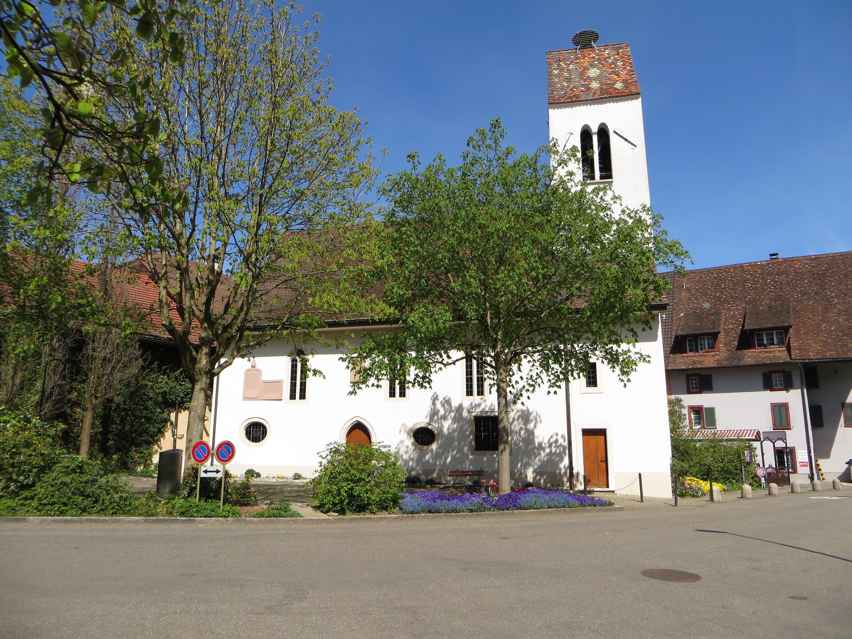IMG_1417.JPG Die reformierte Kirche in Frenkendorf, gleich neben dem Restaurant Schlüssel. Nach dem Kirchgang früher die Diskussion in der Beiz. Das war früher ganz normal.