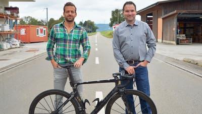 Medienchef Ueli Brunschweiler und OK-Präsident Martin Hoffmann im Start- und Zielgelände des Rennens in Märwil. (Bild: Mario Testa (Märwil, 29. September 2020))