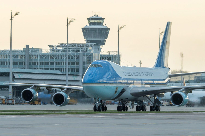 Der Flieger mit dem US-Präsidenten kommt in München an.