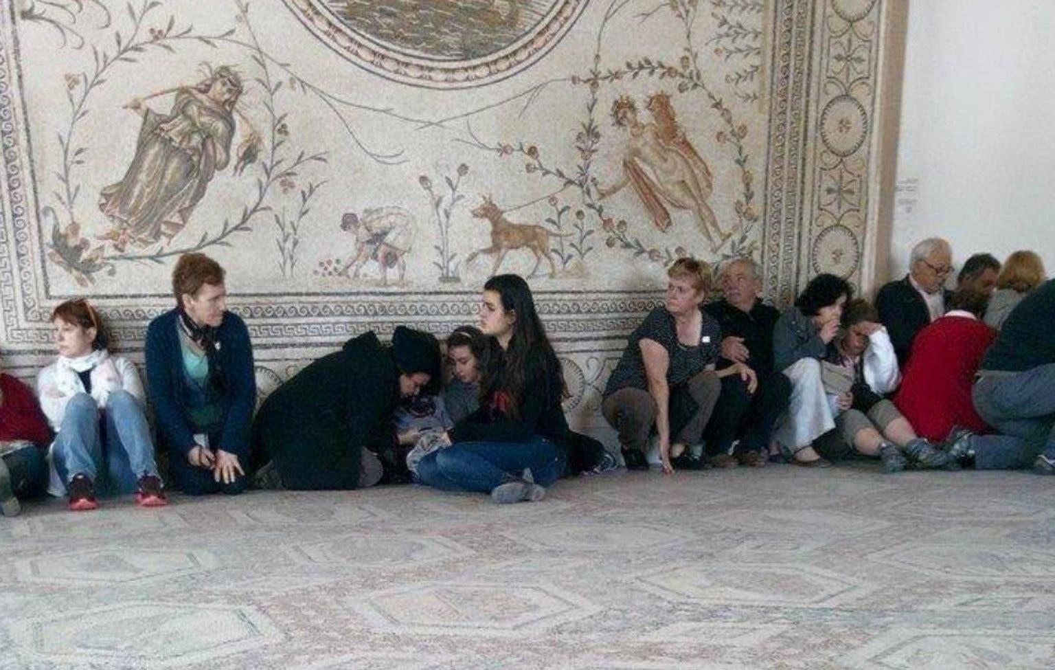Bewaffnete nahmen mehrere Touristen als Geiseln.