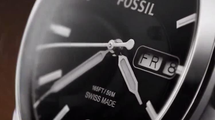 Fossil ist das Uhrengehäuse, made in Glovelier