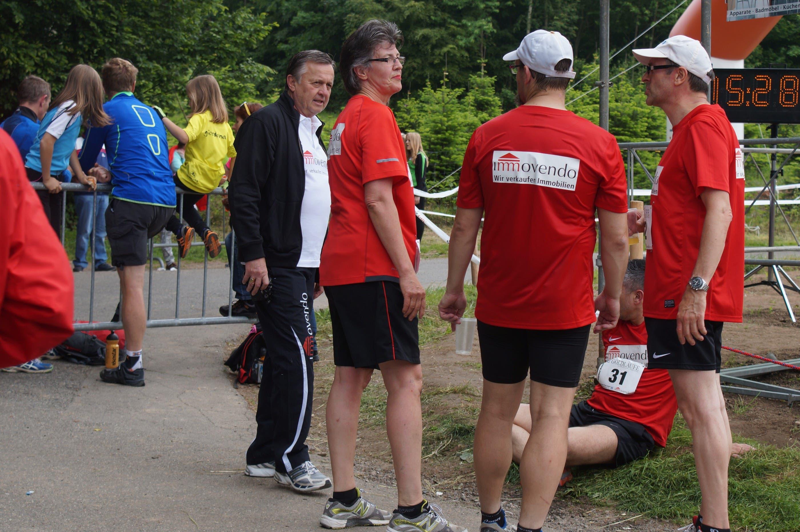 """Ex-Fussballer Walter Seiler (links) sorgt sich um seine """"Immovendo""""-Mannschaft"""