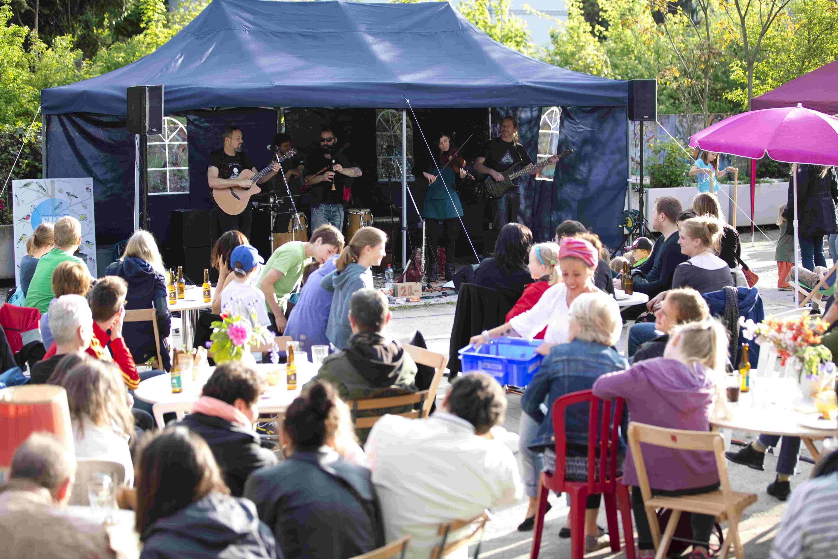 Die Folk-Band Red Shamrock eröffnete das Festival «Freiluft»