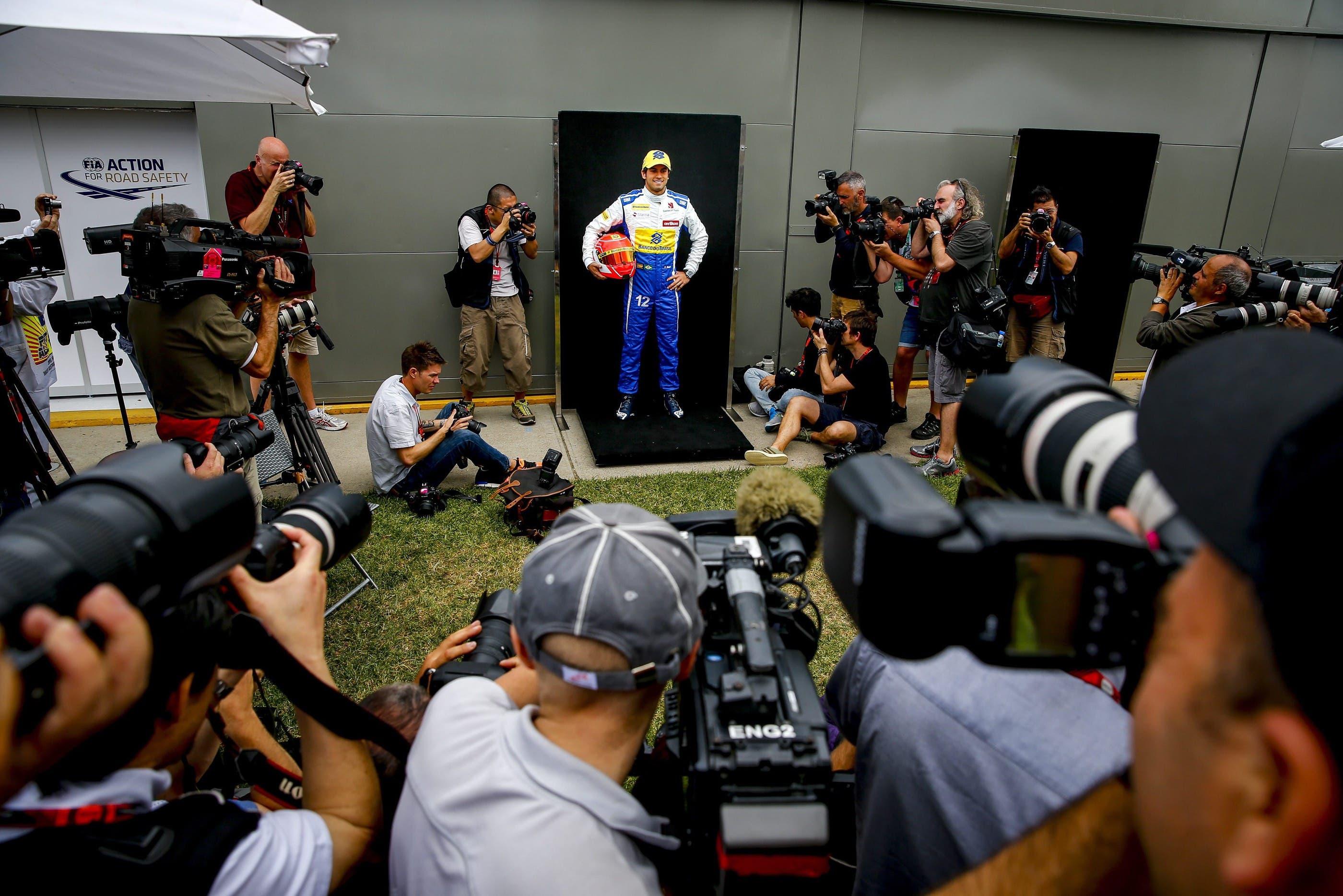 Felipe Nasr zeigt sich den Medien, in der Hoffnung, dass er starten darf