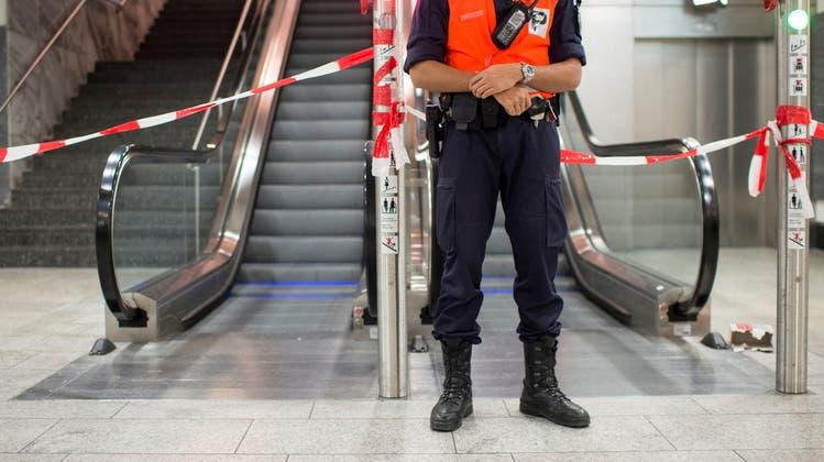 33-jähriger will mit Bombendrohung verhindern, dass Freundin ihren Flug verpasst