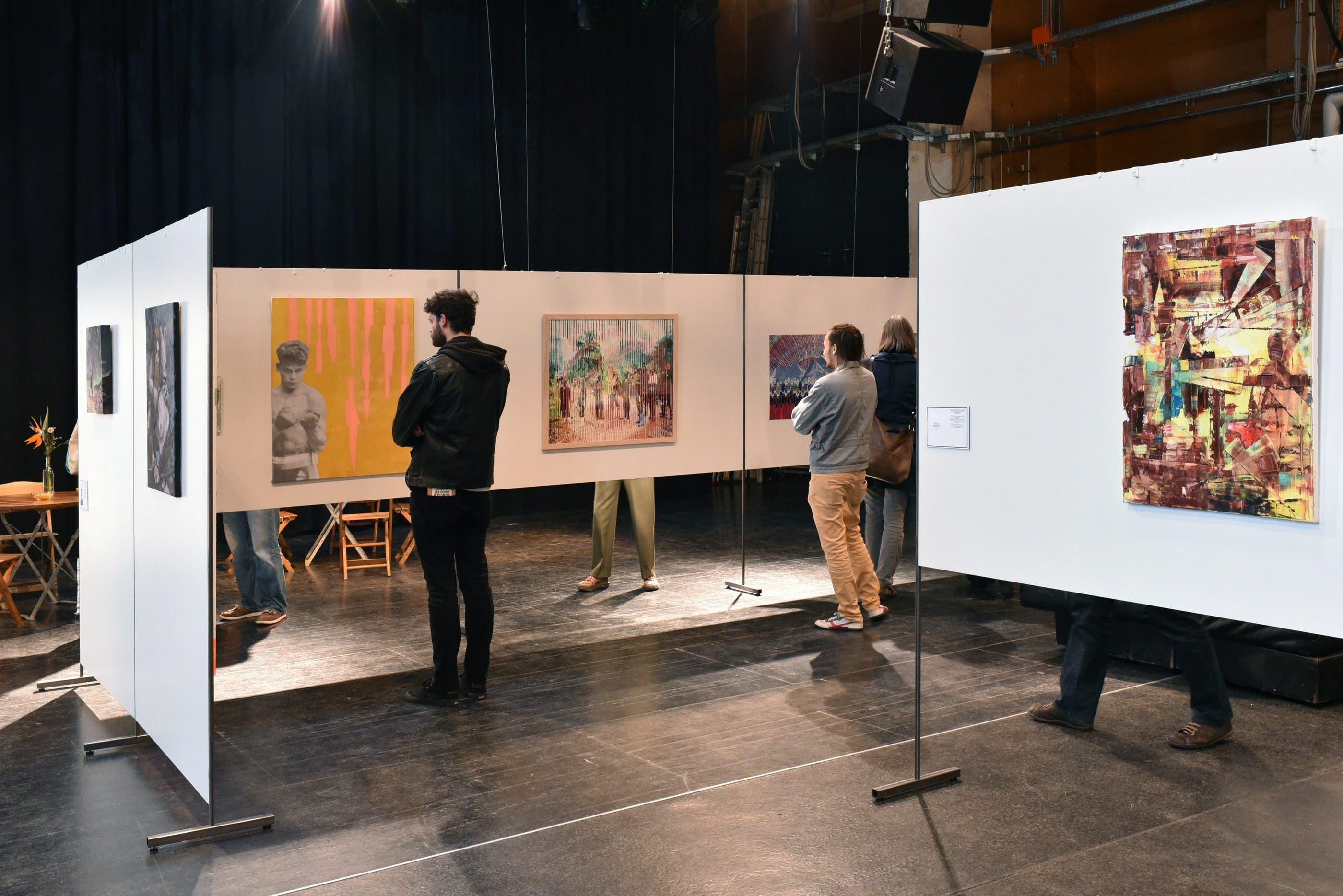 An der Ausstellung gibt es neun Künstlerinnen und sieben Künstler im Alter zwischen 20 und 30 Jahren zu entdecken.