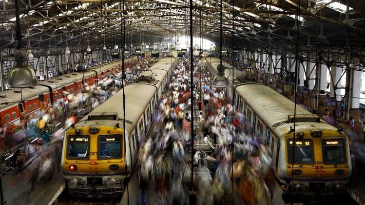 Mindestens 14 Tote, darunter 6 Kinder, bei zwei Zugunglücken in Indien