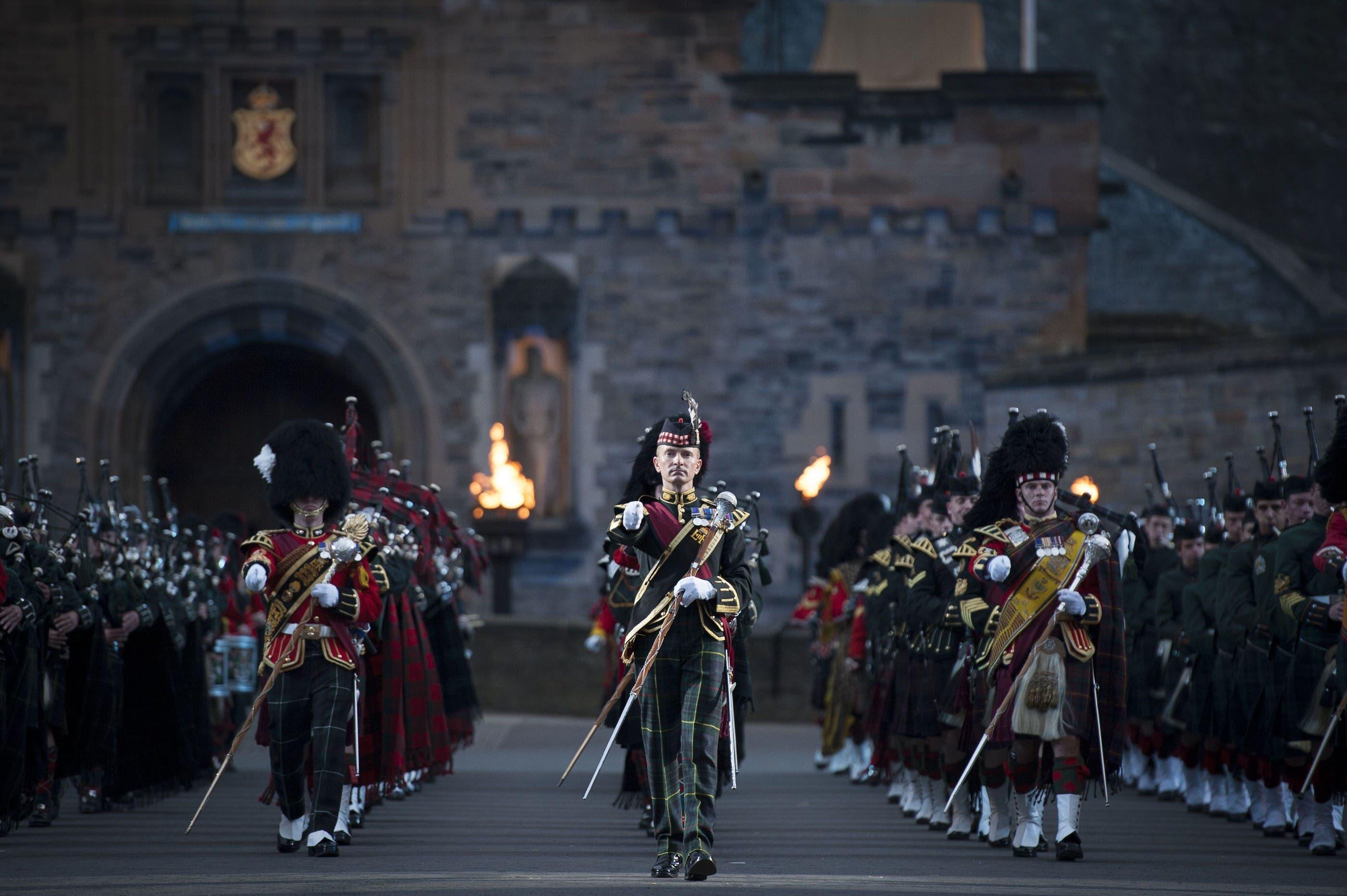 Direkt vor dem Schloss, auf der sogenannten Esplanade, findet seit 1950 das Edinburgh Tattoo statt.