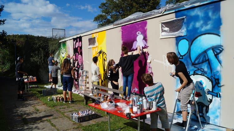 Jugendliche und Streetart-Künstler machen aus dem Ümperium ein Kunstwerk