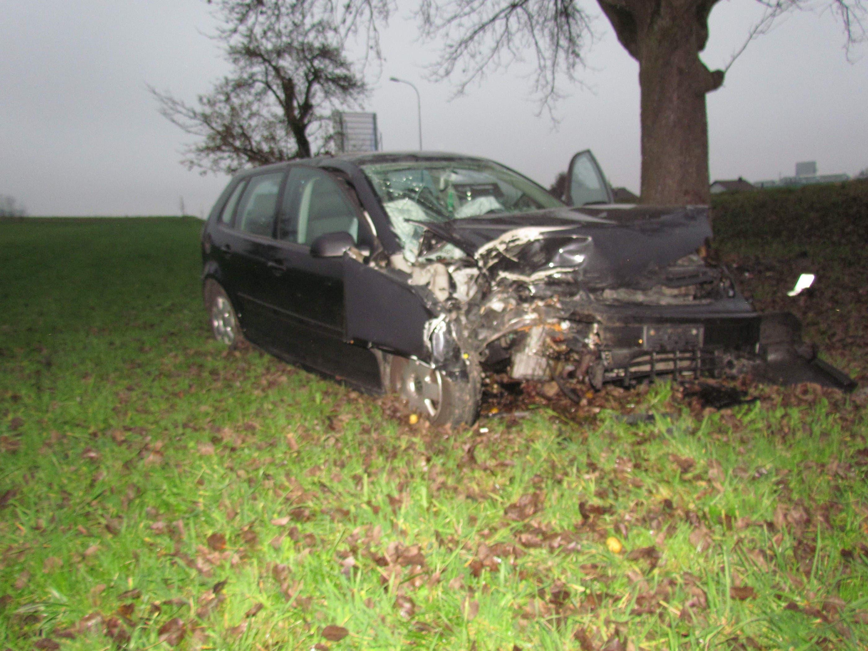 Das Fahrzeug erlitt Totalschaden.