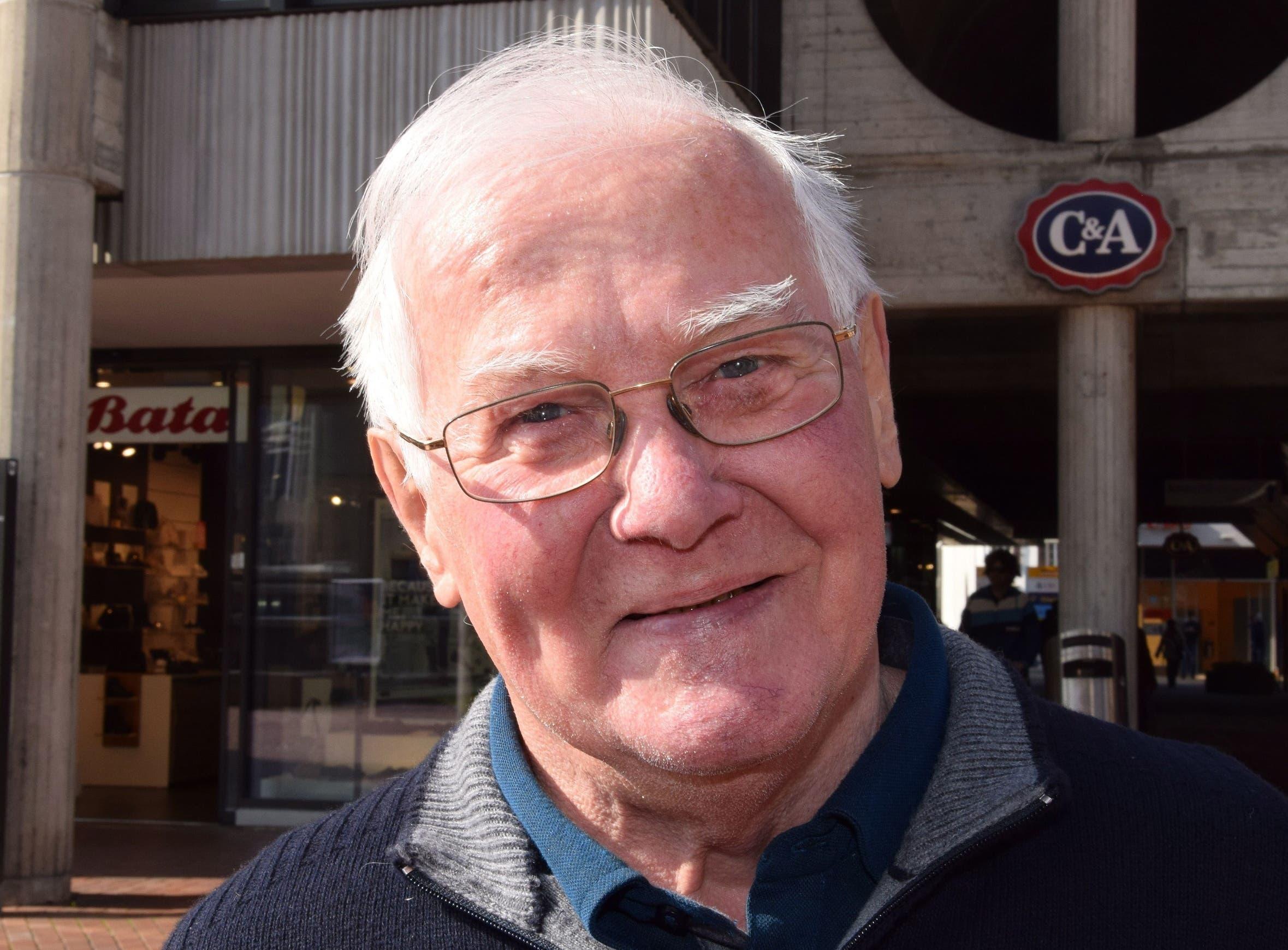 Heinz Stucki, 76, Brugg «Ich finde es schade, dass ich nach Würenlingen fahren muss. Nun baut die Migros in Brugg um, aber solche Bedarfsartikel werden danach nicht angeboten – obwohl die Nachfrage da ist.»