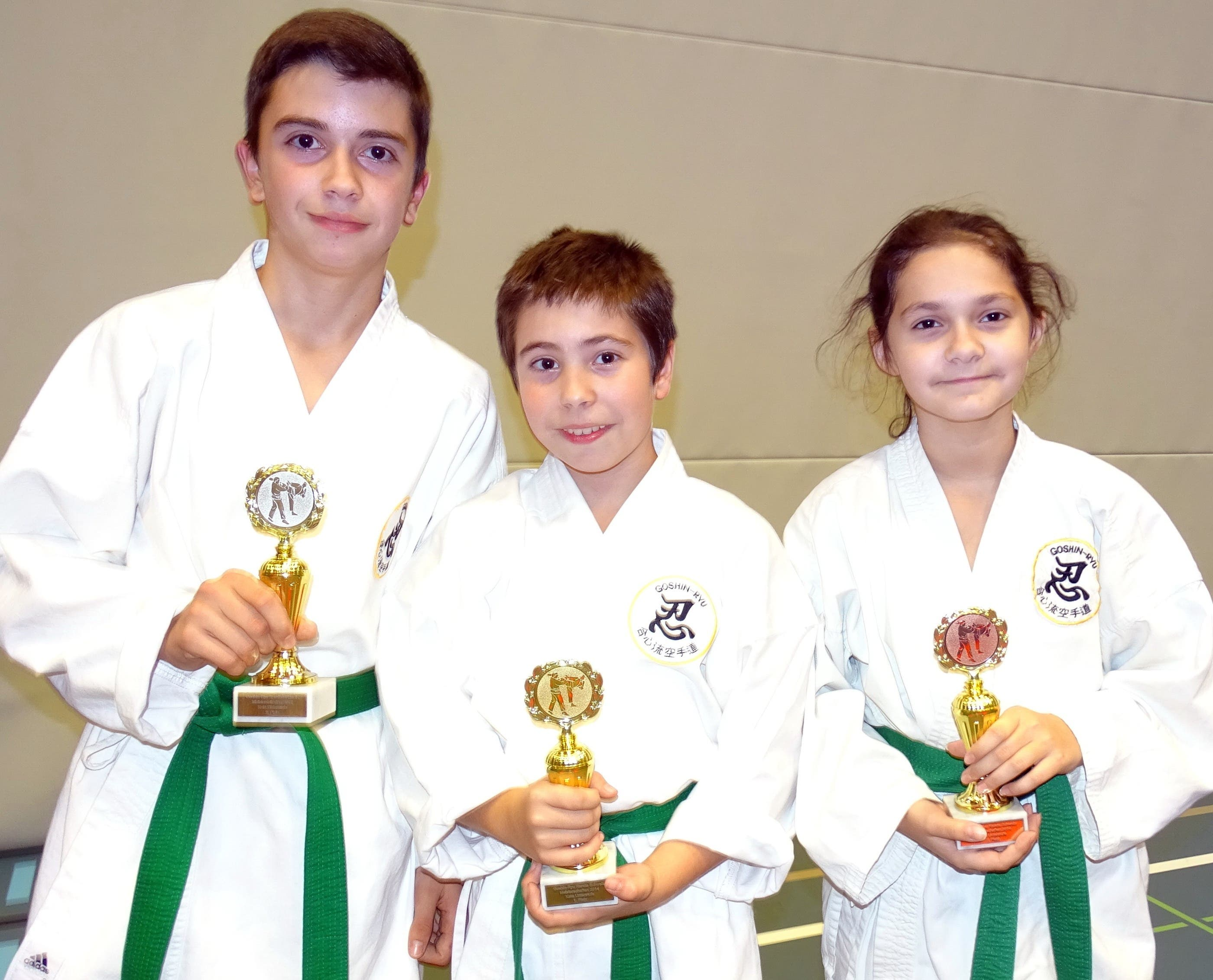 Kata Unterstufe. von links: Alex De Almeida, Fabio Miranda Rodrigues, Kaltrina Veseli