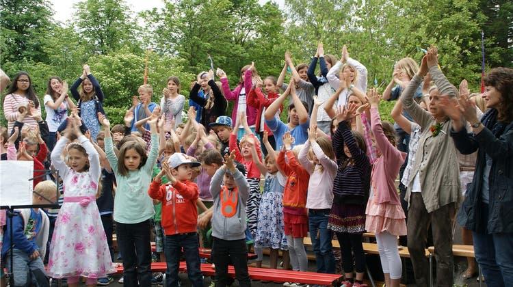 Schüler feiern ihr neues Schulhaus – Container-Zeit ist endlich vorbei