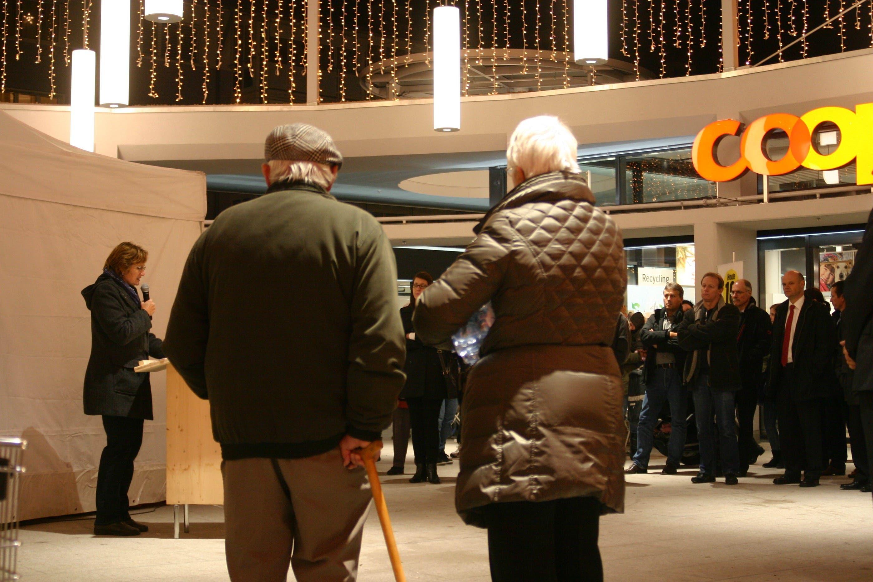 Urdorfs Gemeindepräsidentin Sandra Rottensteiner dankte allen Beteiligten und übermittelte die Grussbotschaft der Gemeinde Urdorf