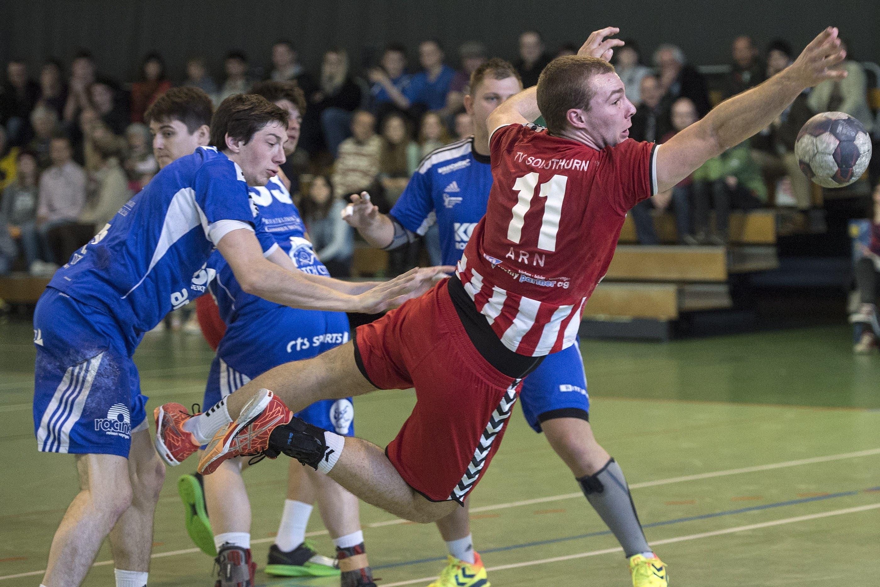 Kaspar Arn erkämpft sich den Ball.