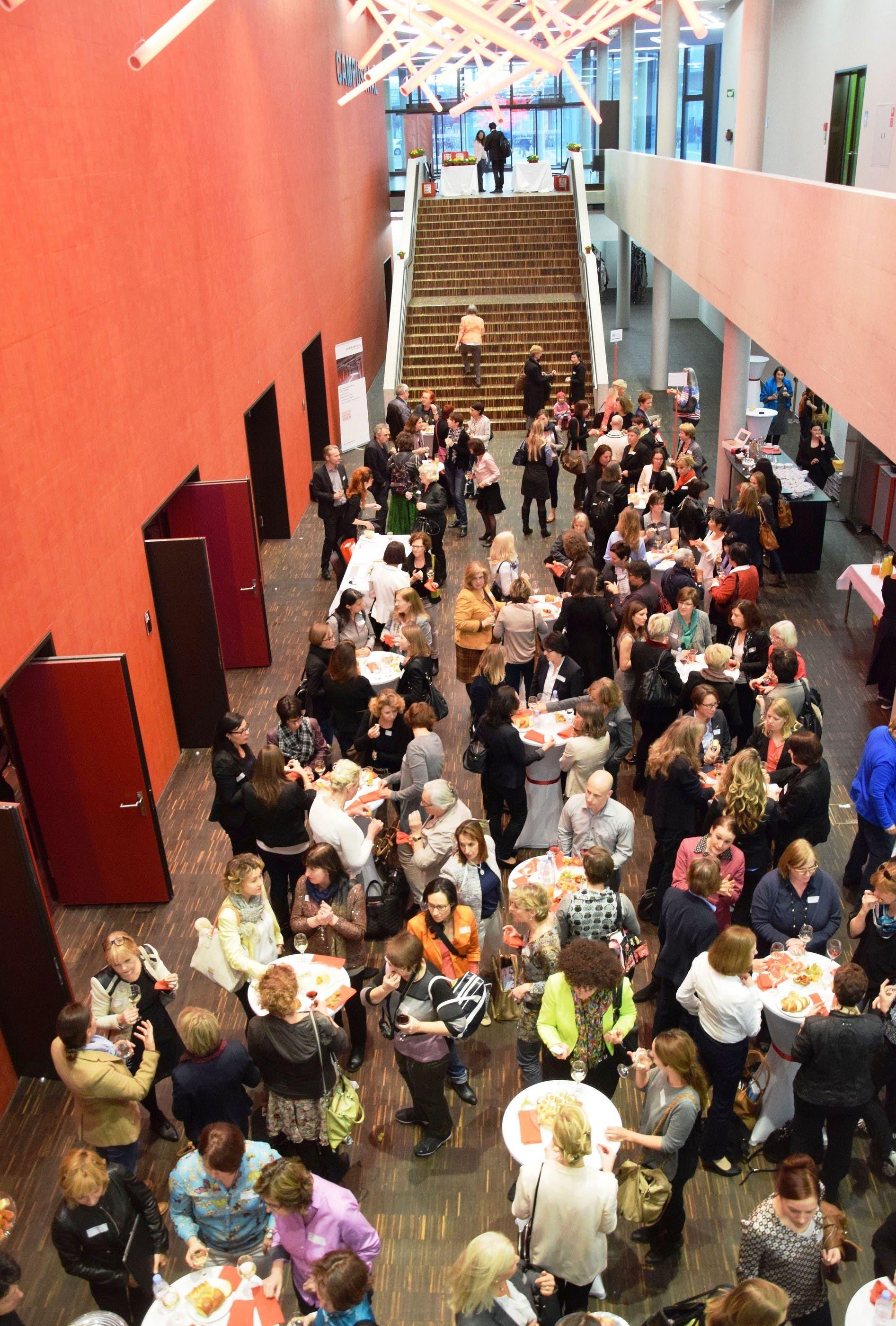 Über 200 Frauen - und ein paar Männer - besuchen den Business Network Day
