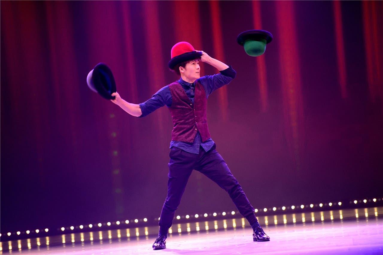 Yang Shih Hao aus Taiwan begeistert mit seiner Hutjonglage.