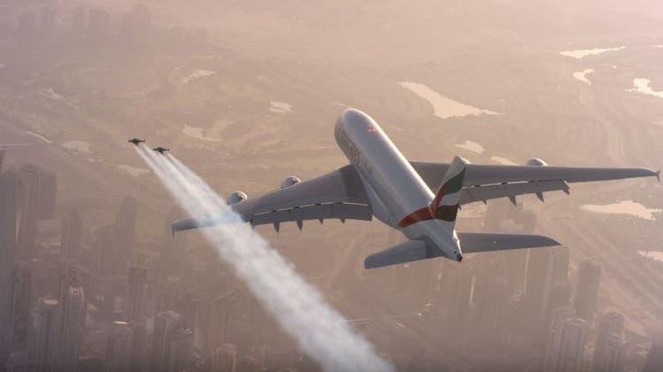 Hier verfolgen zwei Wahnsinnige einen Airbus A380 – der eine ist ein Schweizer