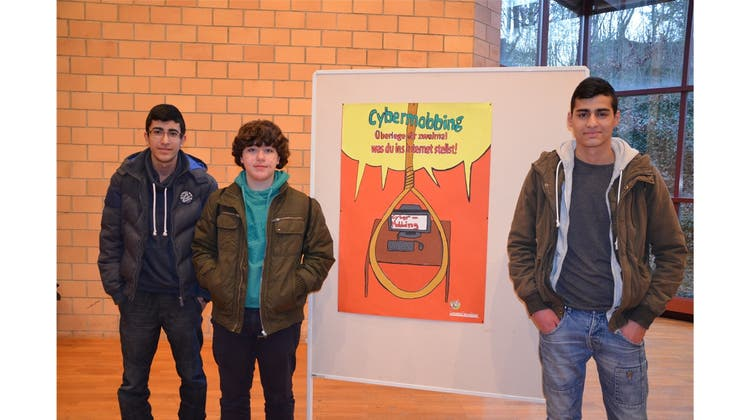 Wettbewerb: Schüler kreiren Plakate gegen Cybermobbing