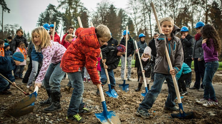 Tatendrang beim Bau des Kindergartens