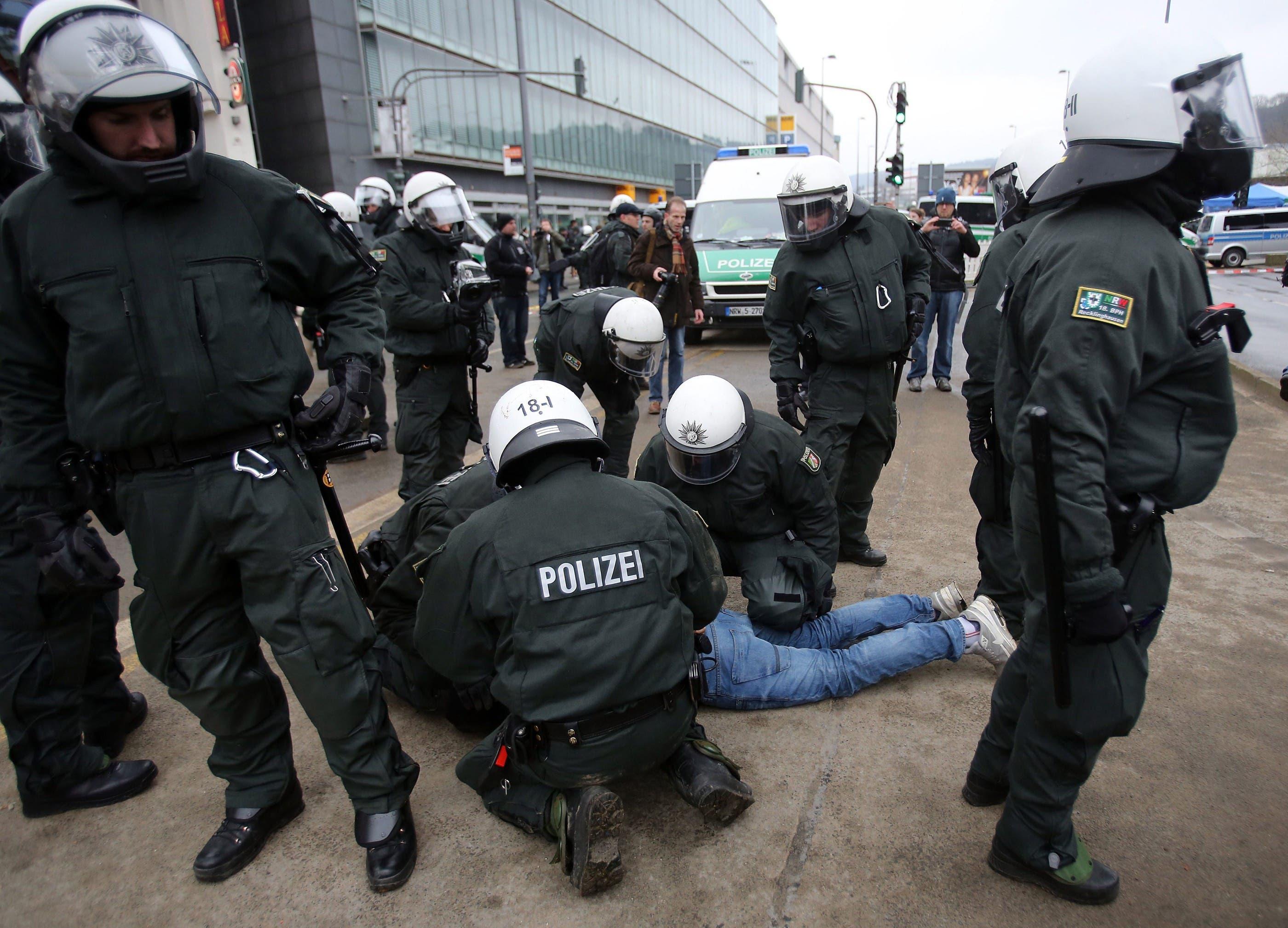 Ausschreitungen an Pegida-Demo in Wuppertal