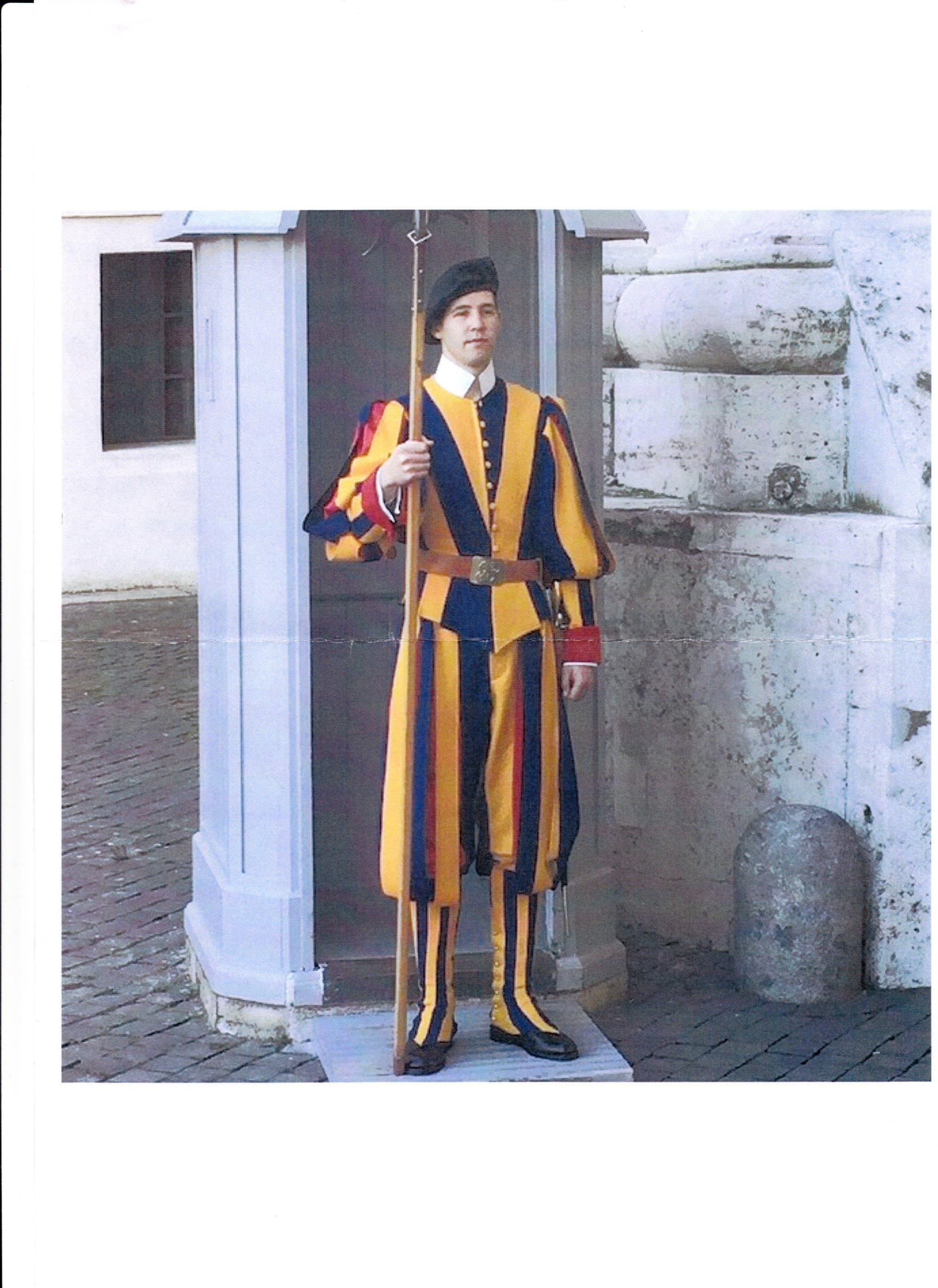 Rene Ochsenbein Gardist in Rom Er hat sich für 25 Monate verpflichtet dem Papst in Rom zu dienen und viel zu lernen.
