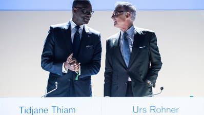 An einer Geburtstagsfeier von CS-Präsident Urs Rohner (r.) soll sich Tidjane Thiam (l.) über rassistische Darstellungen geärgert haben. (Ennio Leanza / KEYSTONE)