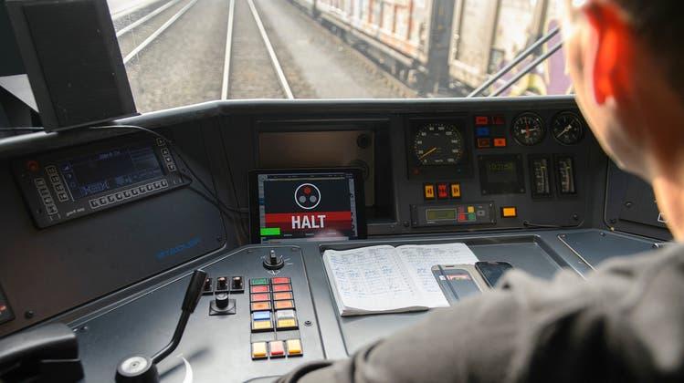 Neue App warnt Lokführer, wenn er bei Rotlicht anfahren will