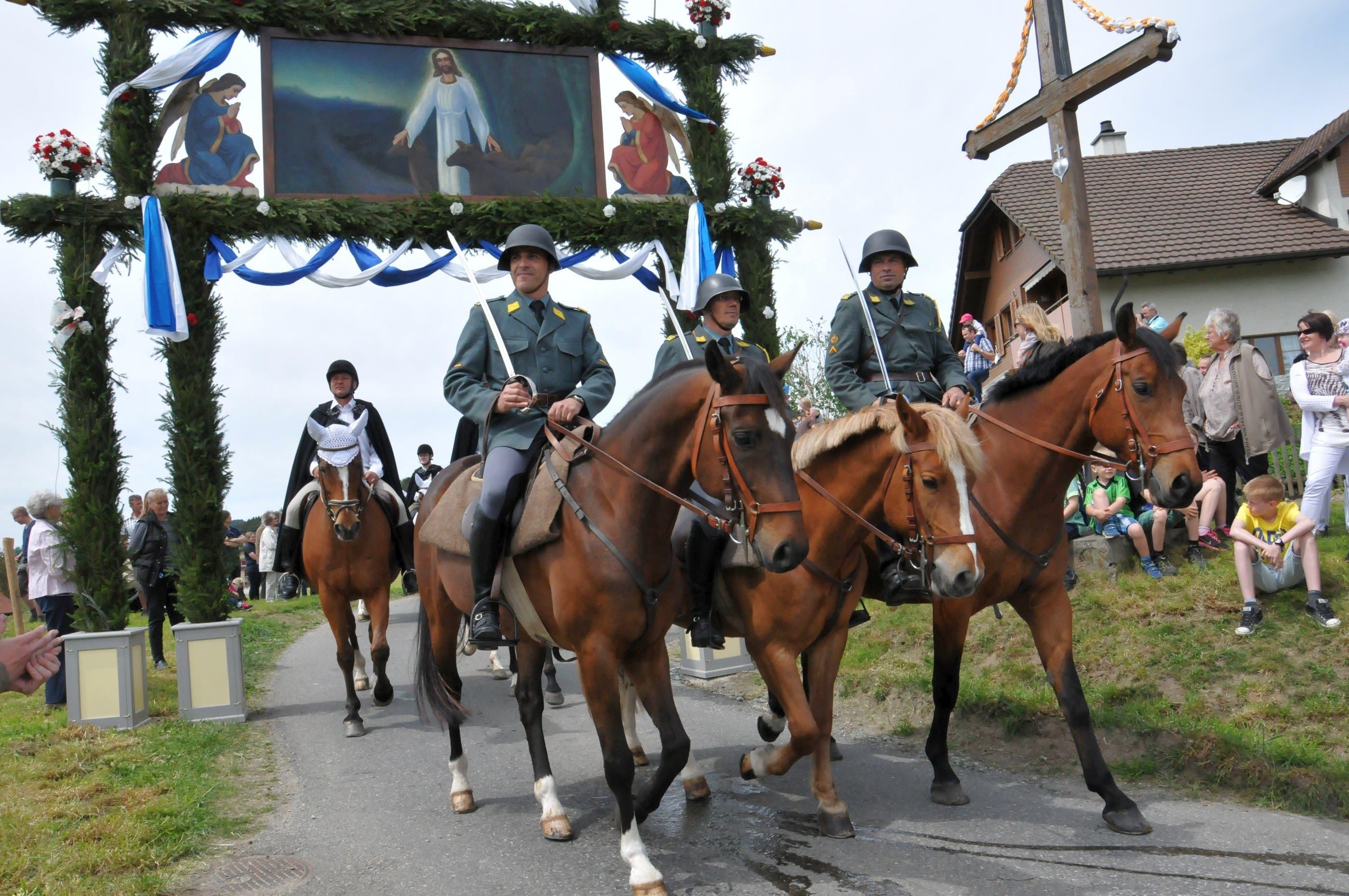 Viele ehemalige Kavalleristen nahmen in voller Montur am Umritt teil