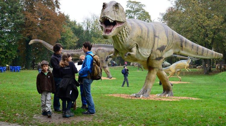 Fast wie in «Jurassic Park» - Dinosaurier bevölkern den Schlosspark