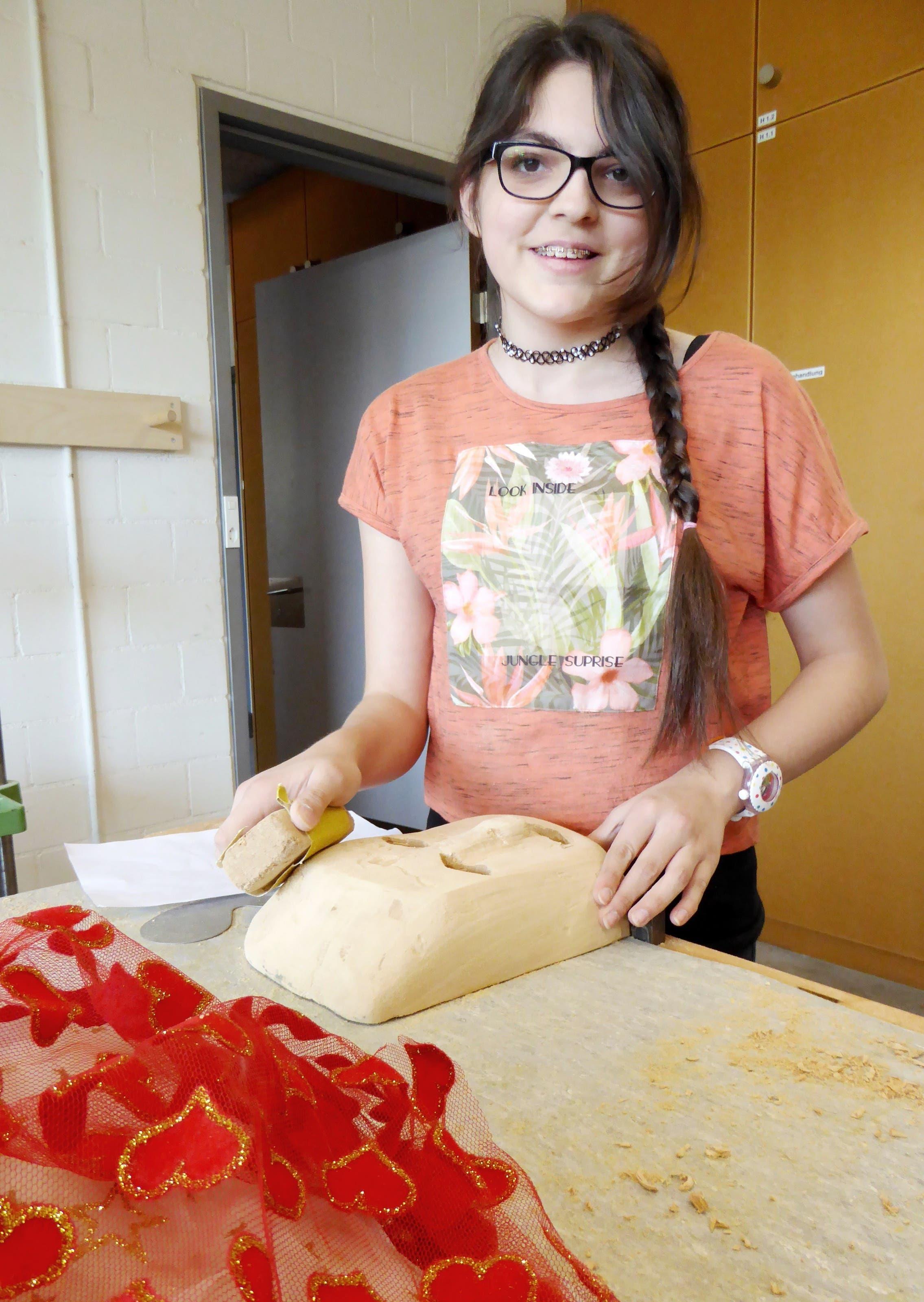 Ihr haben es die venezianischen Masken angetan: Hüsniye Kisakara möchte das Holz weiss anmalen und ganz viel Farbe und bunte Tücher hinzufügen