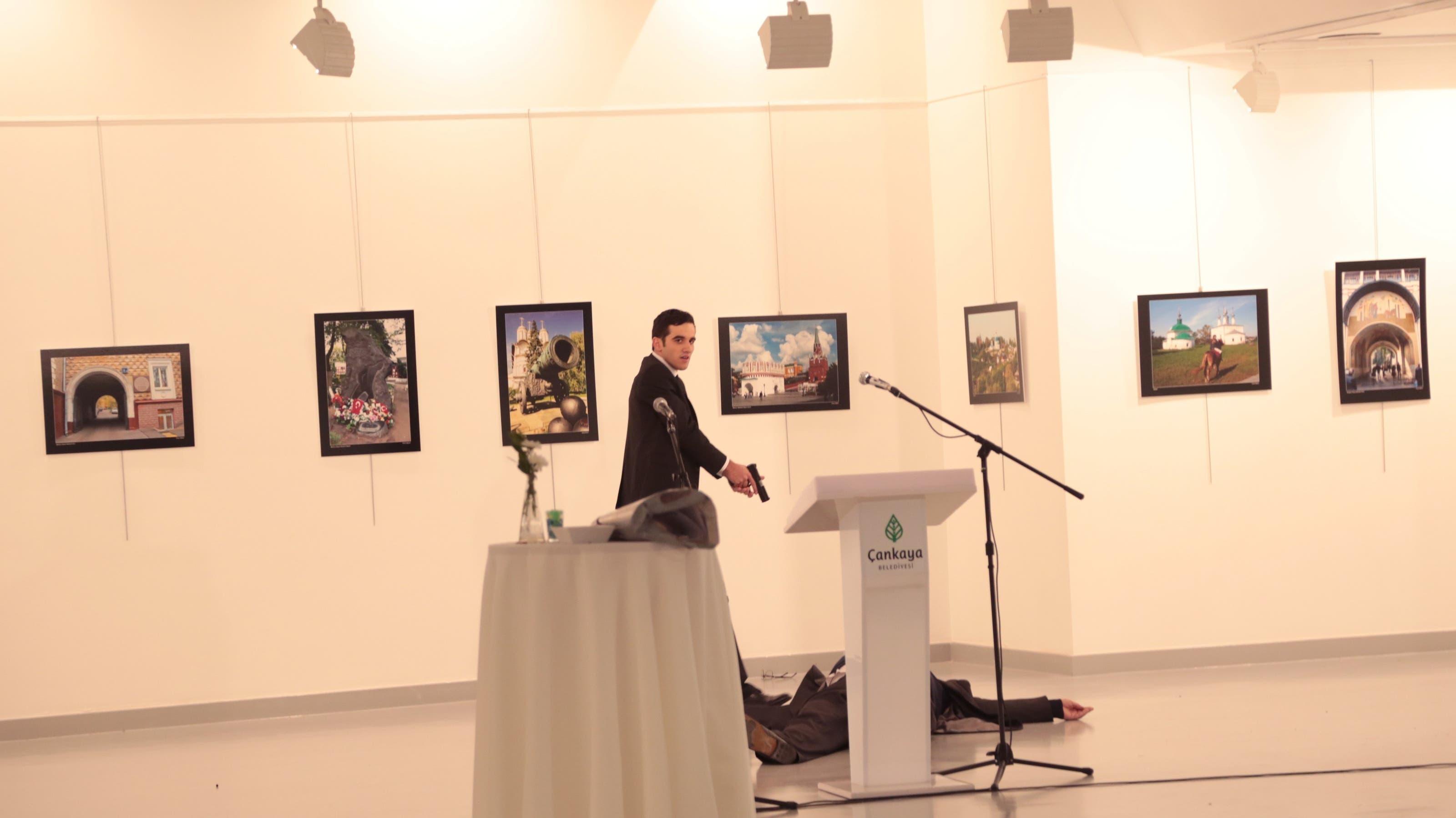 19. Dezember 2016: Bei einer Kunstausstellung in Ankara wird der russische Botschafter Andrej Karlow erschossen.