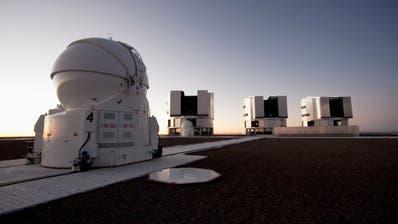 Mit dem Vierfach-Teleskop in der Wüste von Chile können schwarze Löcher indirekt beobachtet werden. (Getty Images)
