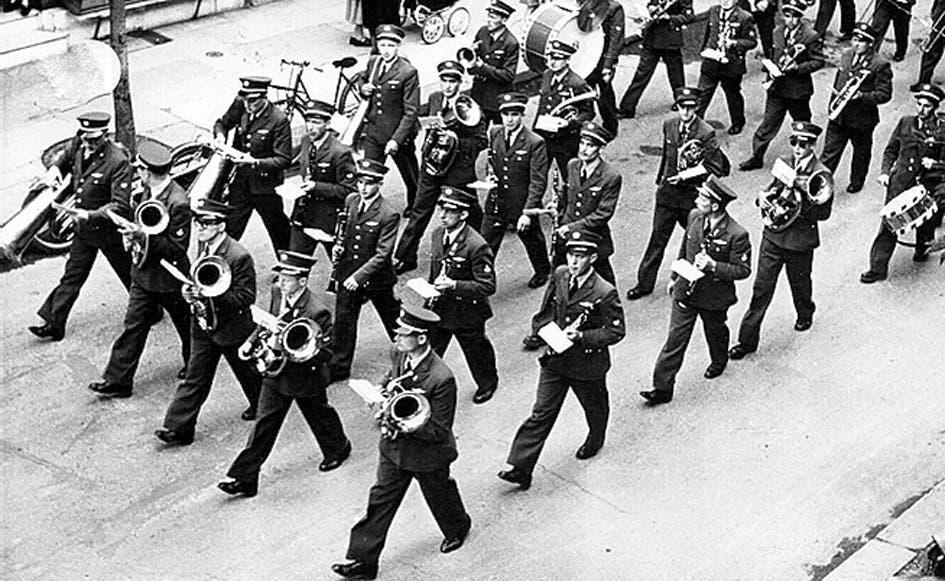 Die Uniformen im Laufe der Zeit: 1948-1957