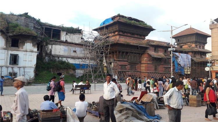 «Vor unseren Augen stürzte die Welt ein»: Aargauer Wirt hält Nepal trotz Erdbeben die Treue