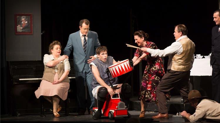 Unverblümt und kompromisslos – «Die Blechtrommel» auf der Bühne des Stadttheaters