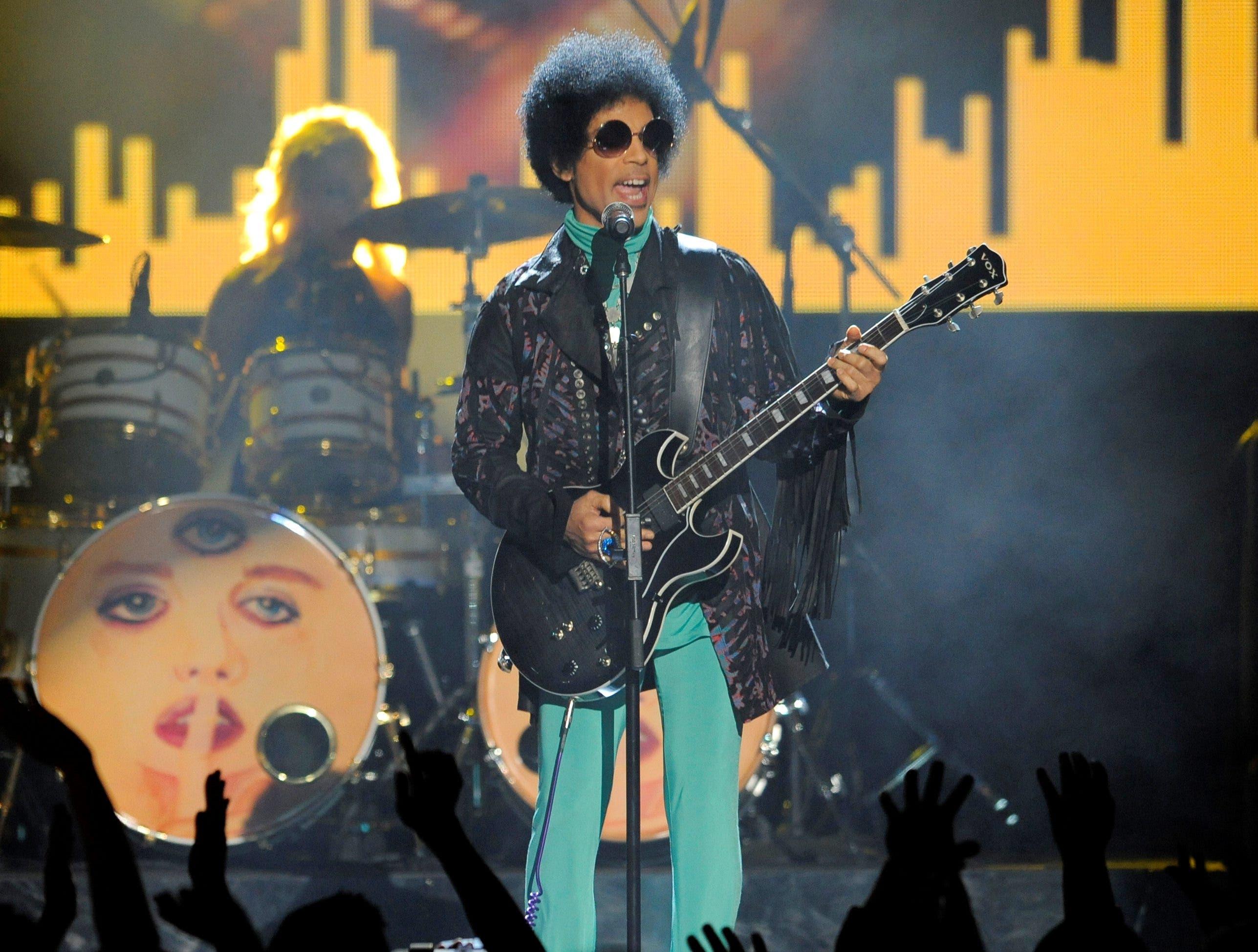 Prince wurde am Donnerstag leblos in einem Lift seines Paisley-Park-Studios nahe Minneapolis aufgefunden worden. Im Bild bei einem Konzert in Las Vegas im Mai 2013.