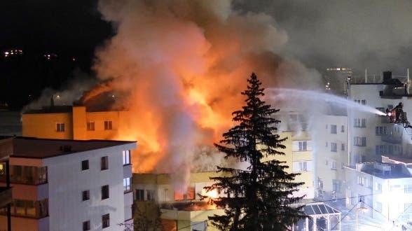 Im Posthotel Holiday Villa in Arosa bricht am Freitag ein Brand aus.