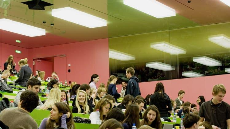 Module auf dem Schwarzmarkt? Studenten der Uni Zürich drehen durch – Uni-Leitung verärgert