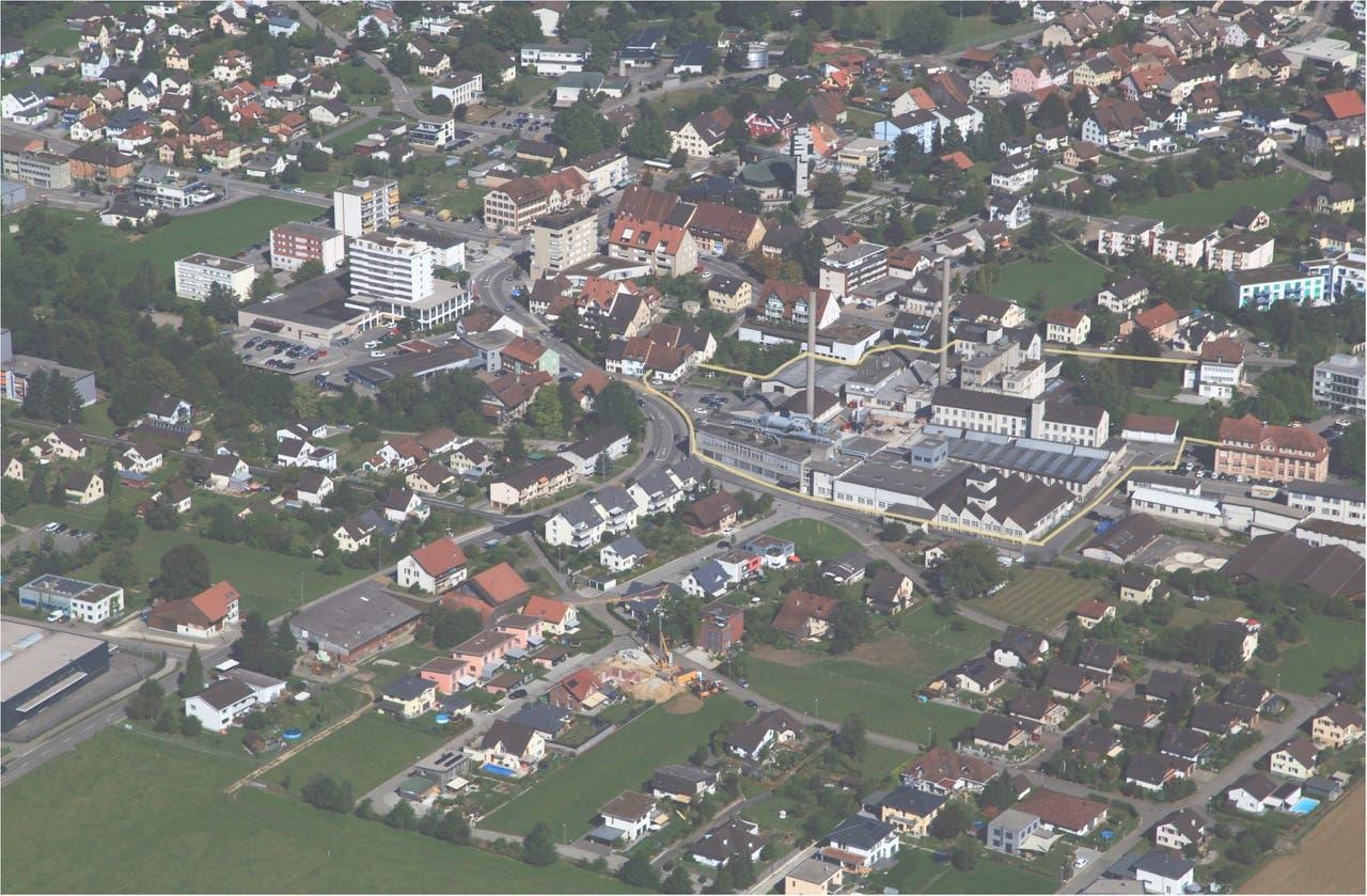 Auf dem nördlichen Teil des Von-Roll-Areals möchte die Lüssel-Immobilien AG Wohnungen und Gewerberäume erstellen. Deshalb müssen die Hochkamine weichen.